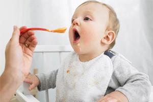 Cách cho trẻ ăn dặm khoa học lần đầu tiên từ 5 đến 6 tháng tuổi